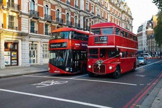 ダブルデッカー ロンドンの2階建てバス