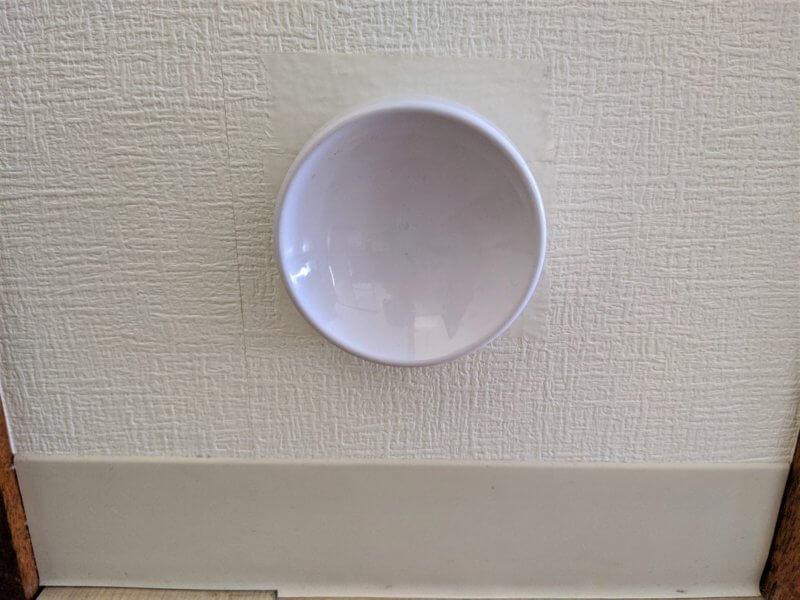 マステからはみ出ないように台座を壁に貼り付ける