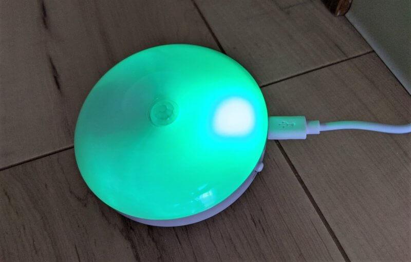充電が終わると緑ランプの点灯になる